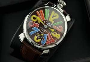 ガガミラノ腕時計  マルチカラーインデックス  2針 機械式(手巻き)/夜光効果