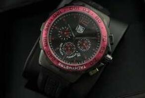 赤い文字盤のタグホイヤー、Tag Heuerの数量限定大得価の黒いベルトのメンズ腕時計.